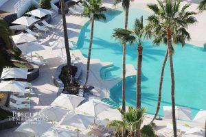 Diseño y construcción de piscinas modernas con playas y jacuzzis
